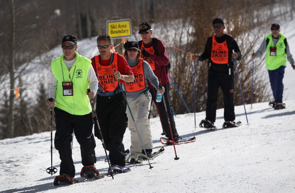 Snowshoe「Disabled Military Veterans Learn Winter Sports At Veterans Affairs Clinic」:写真・画像(11)[壁紙.com]