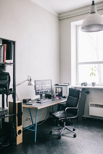 Small Office「Empty modern office space」:スマホ壁紙(17)