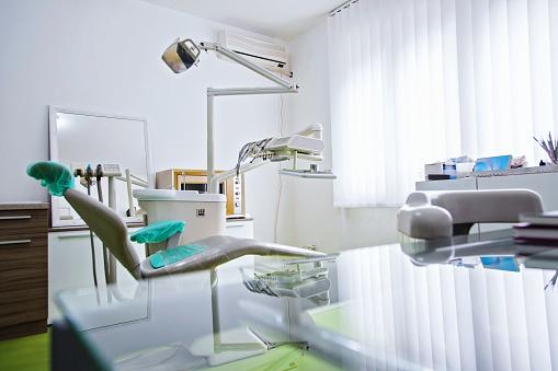 Visit「Empty modern dentist room」:スマホ壁紙(8)