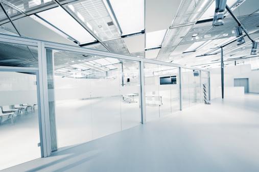 ガラス「空の現代的なオフィス」:スマホ壁紙(12)