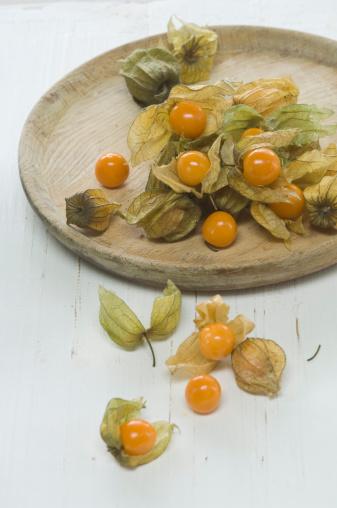 Chinese Lantern「Physalis fruits on white background, close up」:スマホ壁紙(7)
