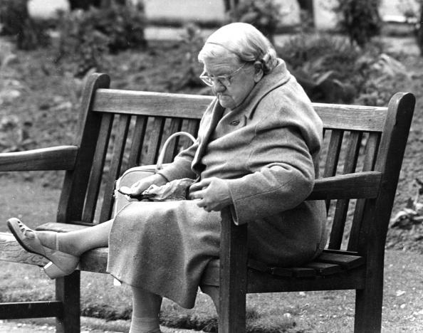 Senior Women「Contemplating The Sole」:写真・画像(15)[壁紙.com]