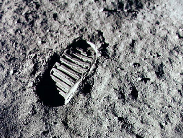 Moon「Apollo 11 Mission Leaves First Footprint on Moon」:写真・画像(2)[壁紙.com]