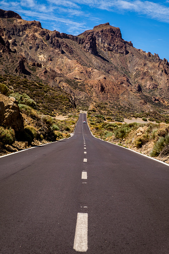 Volcanic Landscape「Road TF-21 leading through Llano de Ucanca, Teide National Park (Parque nacional del Teide), Tenerife, Canary Islands, Spain」:スマホ壁紙(0)