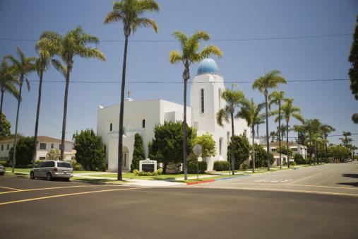 ヤシの木「Facade of a church on a curb, Coronado Island, San Diego, California, USA」:スマホ壁紙(9)