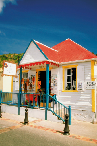 St「Facade of a shop with red roof, St. Gustavia, St. Barts」:スマホ壁紙(9)