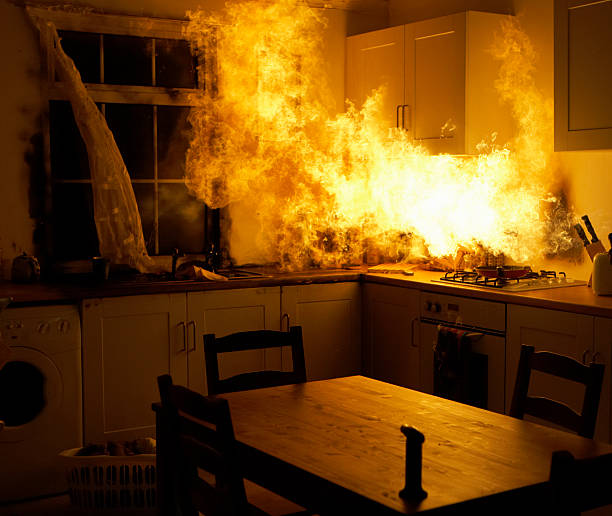 Fire raging in domestic kitchen at night:スマホ壁紙(壁紙.com)