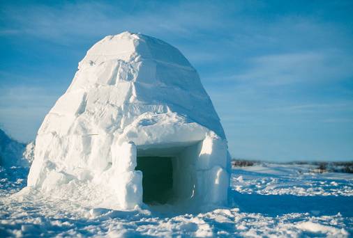 Igloo「Igloo constructed from blocks of snow, Manitoba, Canada」:スマホ壁紙(13)