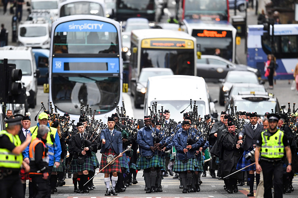 ヒューマンインタレスト「Pipe Bands March Through Glasgow To Mark The Start Of The World Pipe Band Championships」:写真・画像(15)[壁紙.com]