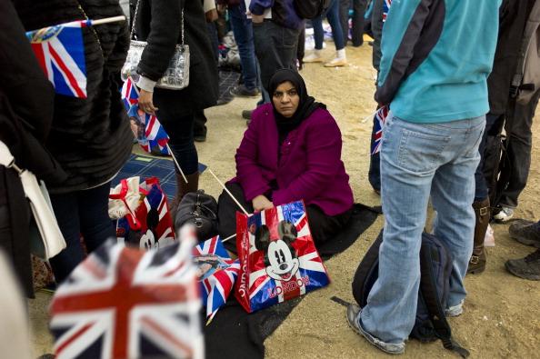 ミッキーマウス「Royal Wedding Spectators」:写真・画像(2)[壁紙.com]