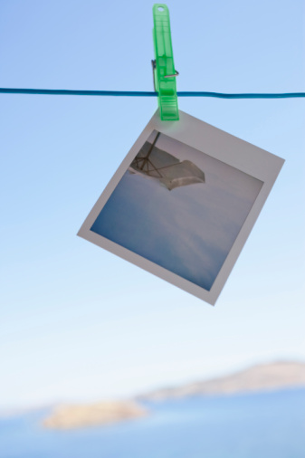Instant Print Transfer「Greece, Lesvos, Polaroid hanging on clothesline」:スマホ壁紙(10)