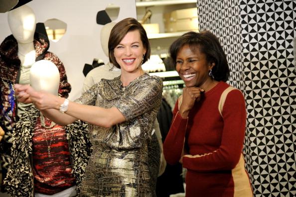 ミラ・ジョヴォヴィッチ「H&M Isabel Marant VIP Pre-Shopping Event At Fifth Avenue Store」:写真・画像(16)[壁紙.com]