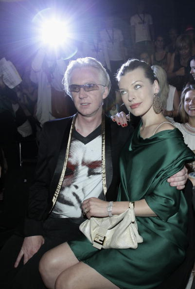 ミラ・ジョヴォヴィッチ「Schumacher Show - Mercedes Benz Fashion Week Spring/Summer 2011」:写真・画像(1)[壁紙.com]