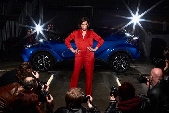 ミラ・ジョヴォヴィッチ「Milla Jovovich Stars In 'The Night That Flows'」:写真・画像(12)[壁紙.com]
