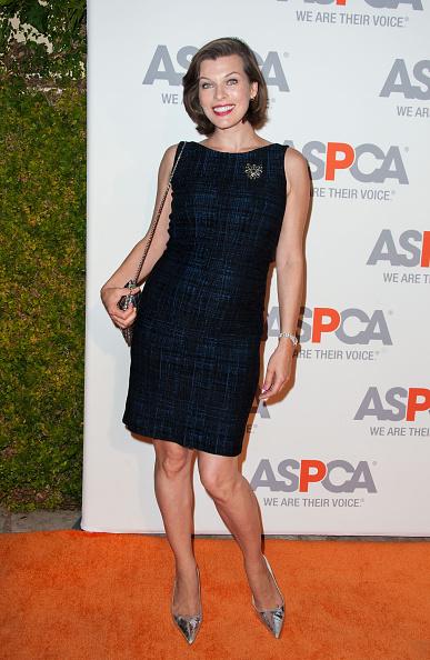 ミラ・ジョヴォヴィッチ「ASPCA Honors Kaley Cuoco-Sweeting And Nikki Reed - Arrivals」:写真・画像(5)[壁紙.com]