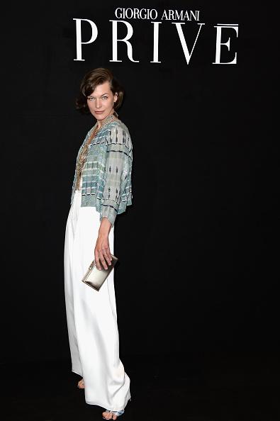 ミラ・ジョヴォヴィッチ「Giorgio Armani Prive: Front Row - Paris Fashion Week Haute-Couture F/W 2013-2014」:写真・画像(13)[壁紙.com]