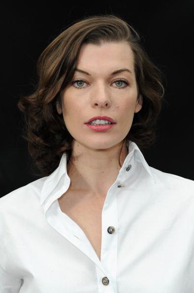ミラ・ジョヴォヴィッチ「Chanel - Front Row - PFW F/W 2013」:写真・画像(1)[壁紙.com]