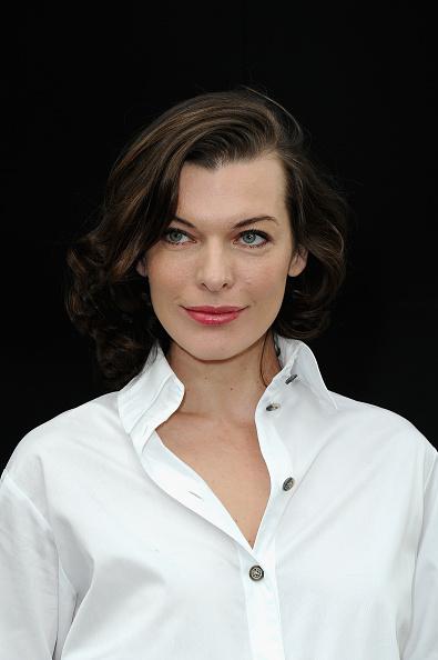 ミラ・ジョヴォヴィッチ「Chanel - Front Row - PFW F/W 2013」:写真・画像(19)[壁紙.com]