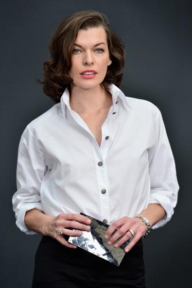 ミラ・ジョヴォヴィッチ「Chanel - Photocall - PFW F/W 2013」:写真・画像(16)[壁紙.com]