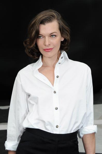 ミラ・ジョヴォヴィッチ「Chanel - Front Row - PFW F/W 2013」:写真・画像(18)[壁紙.com]