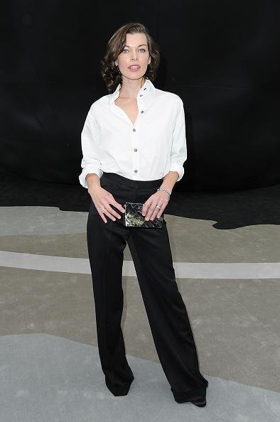 ミラ・ジョヴォヴィッチ「Chanel - Front Row - PFW F/W 2013」:写真・画像(2)[壁紙.com]