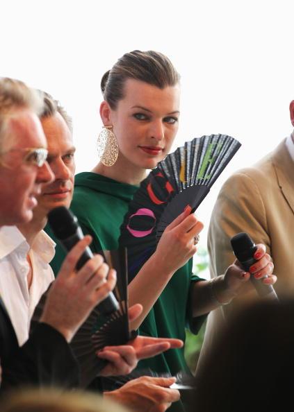ミラ・ジョヴォヴィッチ「Schumacher Show - Mercedes Benz Fashion Week Spring/Summer 2011」:写真・画像(16)[壁紙.com]
