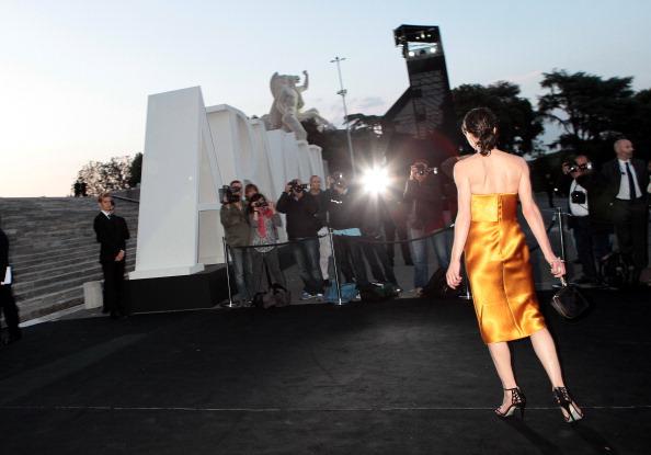 ミラ・ジョヴォヴィッチ「Giorgio Armani Hosts 'One Night Only' Roma」:写真・画像(18)[壁紙.com]