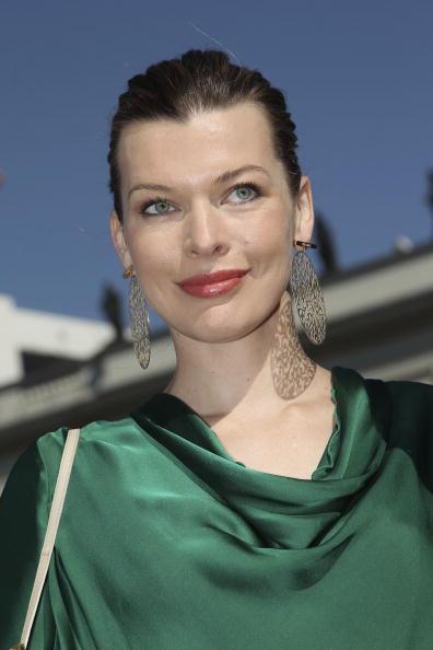 ミラ・ジョヴォヴィッチ「Schumacher Show - Mercedes Benz Fashion Week Spring/Summer 2011」:写真・画像(12)[壁紙.com]
