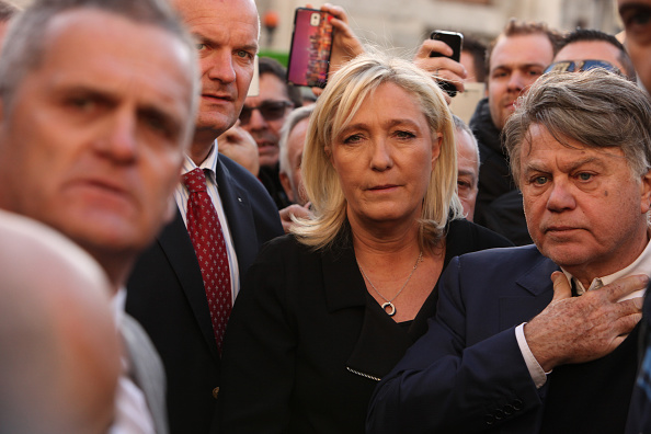 Languedoc-Rousillon「France's National Front Leader Marine Le Pen Holds Rally In Beaucaire」:写真・画像(13)[壁紙.com]