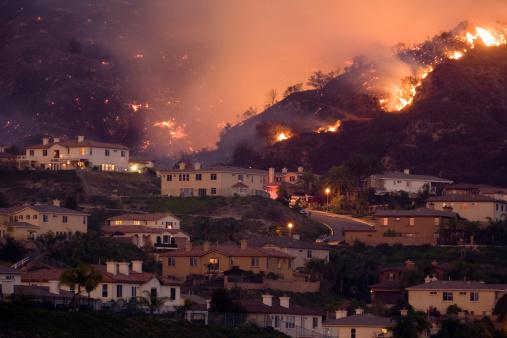 Destruction「Fire Approaching Homes in California」:スマホ壁紙(13)