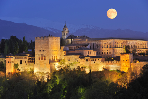 UNESCO「Spain, Andalusia, Granada Province, View of Alhambra Palace illuminated at night」:スマホ壁紙(14)