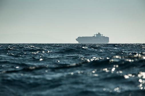 Cádiz「Spain, Andalusia, Tarifa, Cargo ship」:スマホ壁紙(15)