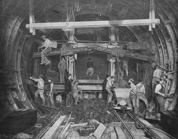 Construction Industry「Excavating a tube railway, Great Northern and City Railway, London, c1903 (1903)」:写真・画像(3)[壁紙.com]