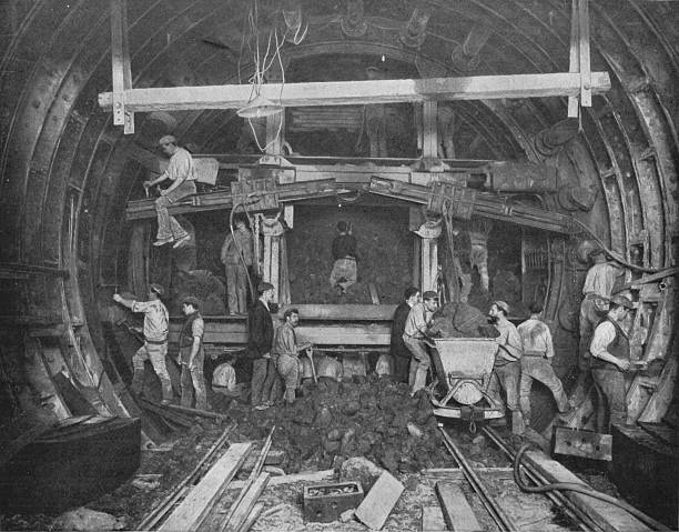 Excavating a tube railway, Great Northern and City Railway, London, c1903 (1903):ニュース(壁紙.com)