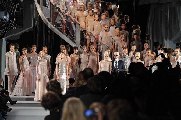 Pavillon Cambon Capucines「Chanel - Runway - Paris Fashion Week Haute Couture S/S 2011」:写真・画像(4)[壁紙.com]
