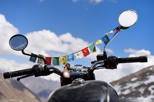 Motorcycle「India, Jammu & Kashmir, Ladakh, Khardung La pass (5359 m), Royal Enfield motorbike adorned with prayer flags」:スマホ壁紙(17)