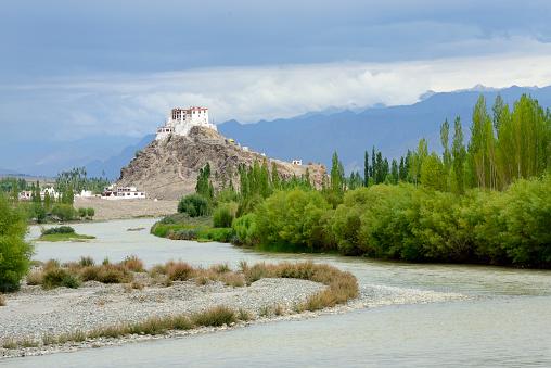 Himalayas「India, Jammu & Kashmir, Ladakh, Indus river and Stakna monastery」:スマホ壁紙(2)