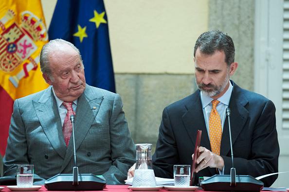 Felipe VI of Spain「King Felipe Of Spain And King Juan Carlos Attend COTEC Meeting」:写真・画像(8)[壁紙.com]