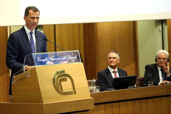 Franco Origlia「King Felipe VI of Spain And King Juan Carlos of Spain Attend The COTEC Meeting In Rome」:写真・画像(2)[壁紙.com]