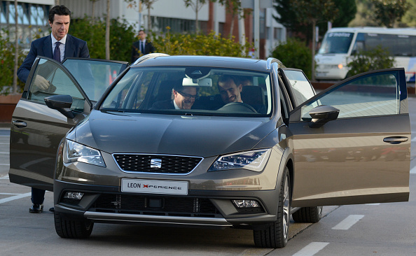 Business Finance and Industry「King Felipe VI of Spain Visits SEAT Factory in Martorell」:写真・画像(14)[壁紙.com]