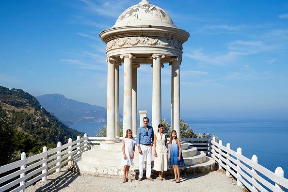 Spanish Royalty「Spanish Royals Visit 'Son Marroig' Museum」:写真・画像(14)[壁紙.com]