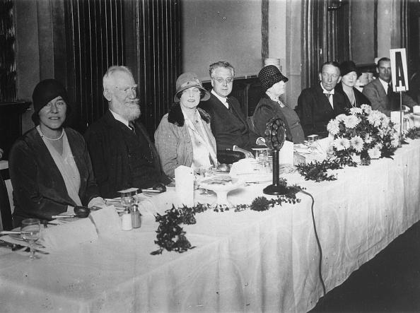 作家「The Irish Writer George Bernard Shaw (Second From Left) And John Irving (Center) And Actor Gerald Du Maurier At A Banquet Of The Club Of The English Art Critic At The Café Royal In London. 14Th October 1929. Photograph.」:写真・画像(9)[壁紙.com]
