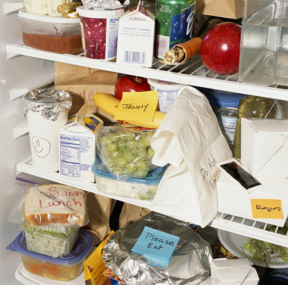 Adhesive Note「Refrigerator shelves filled with food」:スマホ壁紙(4)