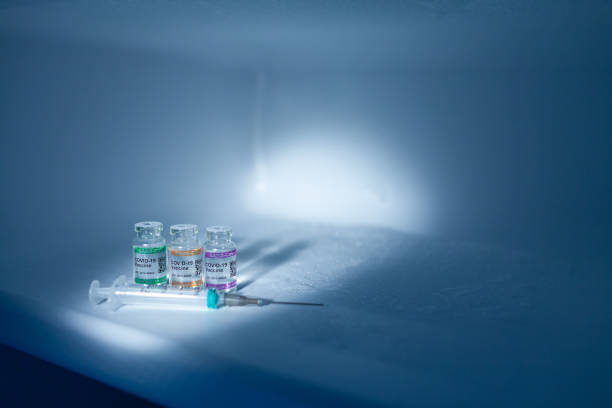 Refrigerator compartment storing COVID-19 Vaccine vials at low temperature with syringe. Labeled SARS-CoV-2 against Coronavirus:スマホ壁紙(壁紙.com)