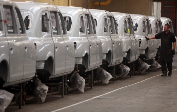Automobile Industry「London Black Cab Production Resumes In Coventry」:写真・画像(6)[壁紙.com]