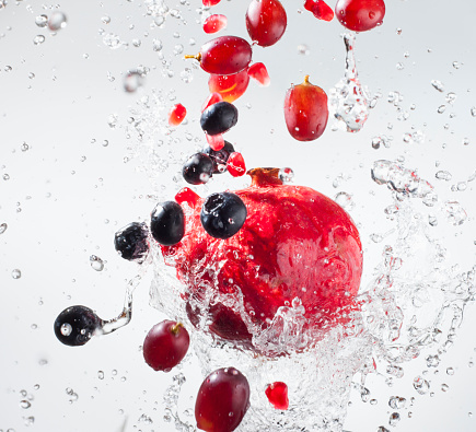 Pomegranate「Droplets splashing on fruits」:スマホ壁紙(13)