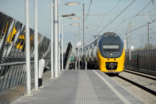 Utrecht「Intercity train in the Netherlands near Utrecht」:スマホ壁紙(19)