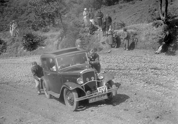 Country Road「Austin 10 saloon at the Mid Surrey AC Barnstaple Trial, Beggars Roost, Devon, 1934」:写真・画像(16)[壁紙.com]