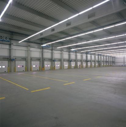Retail「Empty new fabrication hall」:スマホ壁紙(6)