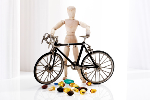 Figurine「Wooden figurine holding racing cycle, in foreground pills」:スマホ壁紙(7)